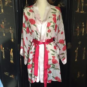 Frederick's 100 % silk robe rose one size